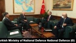 ABD Suriye Özel Temsilcisi James Jeffrey, Milli Savunma Bakanlığı'nda Bakan Akar ve Bakan Yardımcısı Osmanoğlu'yla görüştü. Ziyarette ABD Büyükelçisi Satterfield da hazır bulundu.