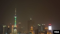 上海摩天大楼的发展蓬勃,著名高楼有上海环球金融中心和东方明珠广播电视塔 ( 美国之音 谭嘉琪拍摄)