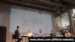 Učesnici okruglog stola: Ana Divac (druga s leva), Aleksandar Šapić (u sredini), Veran Matić (drugi s desna), Milorad Jurković (prvi s desna) (foto: www.divac.com)