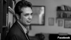 پاکستانی صحافی طلعت حسین جو ملک کے ایک بڑے نیوز چینل 'جیو نیوز' پر 'نیا پاکستان' کے عنوان سے ٹاک شو کے میزبان ہیں۔