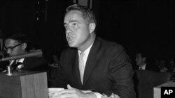 Ο Σάρτζεντ Σράιβερ, 1965