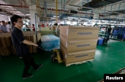 Pabrik Foxconn di Wuhan, China yang menjadi perakitan berbagai gadget ternama di dunia termasuk iPhone produksi perusahaan Apple (foto: ilustrasi).