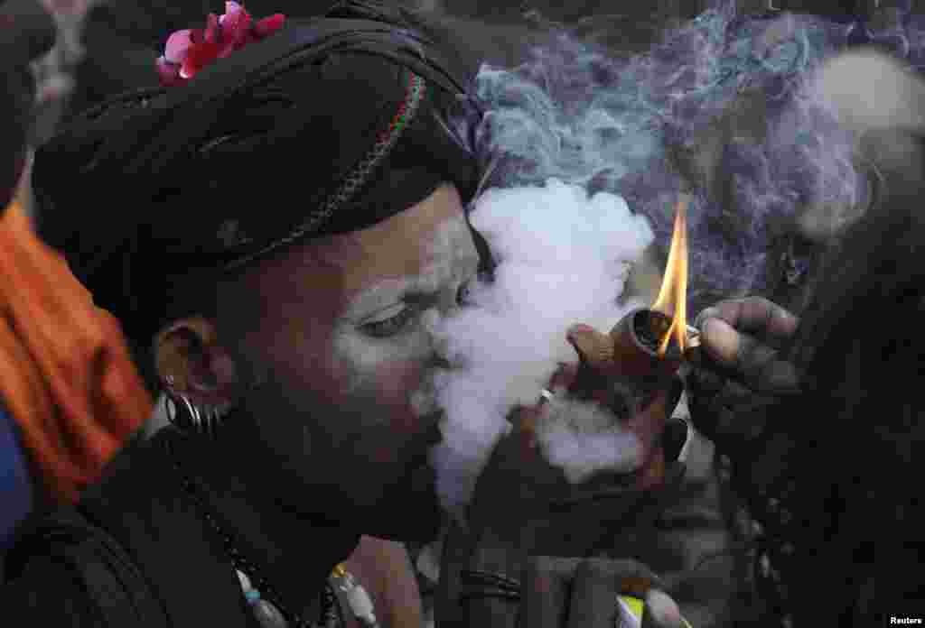 A devotee smokes hashish outside the shrine of Muslim Sufi Saint Data Ganj Bakhsh during his death anniversary in Lahore, Pakistan, January 3, 2013.