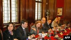Razgovori predstavnika Srbije s Misijom Medjunarodnog monetranog fonda održani su ove nedelje u Narodnoj banci Srbije.