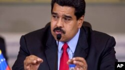 """El presidente Nicolás Maduro dijo también que reclamaría al presidente Obama sobre el supuesto """"centro de conspiración económica"""" que opera desde Miami contra su país."""