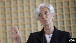 Menteri Keuangan Perancis, Christine Lagarde berusaha menggalang dukungan untuk menduduki jabatan Kepala IMF.
