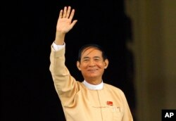 Win Myint, newly elected president of Myanmar, waves to media outside the parliament in Naypyitaw, Myanmar, March 28, 2018.