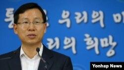 김의도 한국 통일부 대변인이 23일 정부서울청사에서 북한의 이산가족상봉 연기 등 현안에 대해 브리핑하고 있다.