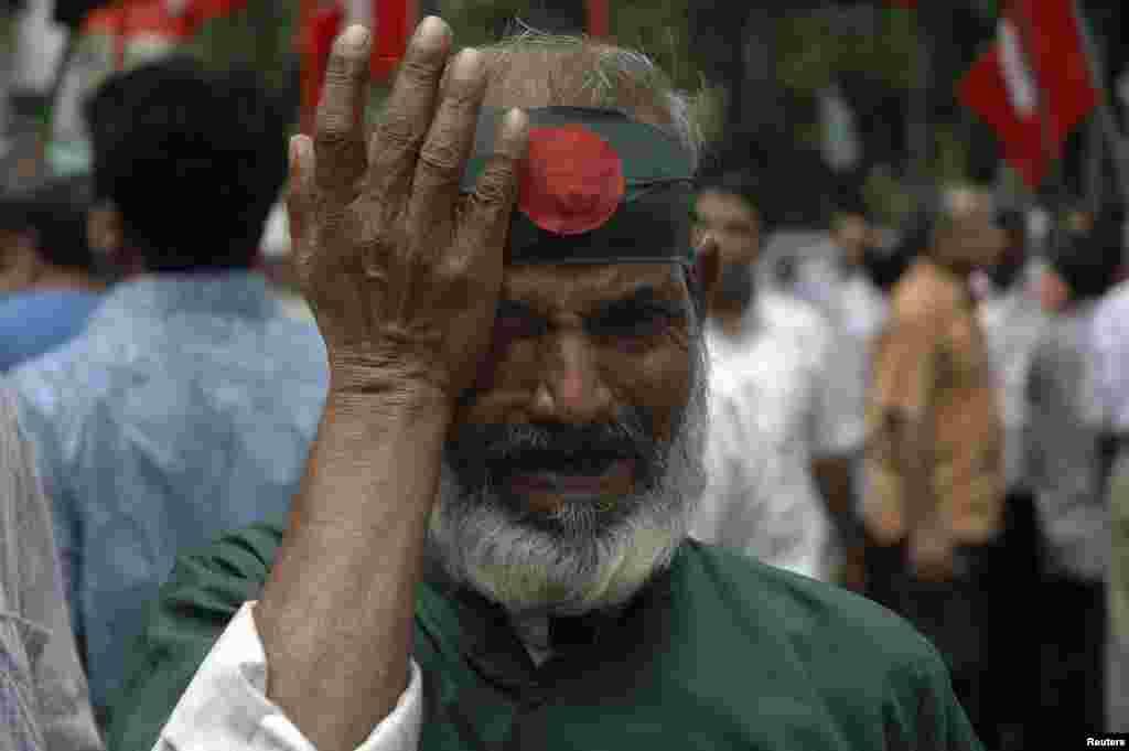 A member of Bangladesh Muktijoddha Sangsad reacts after a war crimes tribunal sentenced Ali Ahsan Mohammad Mujahid to death, July 17, 2013.