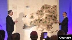Šef Delegacije EU u Srbiji Sem Fabrici i predsednik Srbije Aleksandar Vučić na svečanom prijemu povodom proslave Dana Evrope u Skupštini grada Beograda. Foto: FoNet