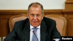 FOTO DEL ARCHIVO: El ministro de Asuntos Exteriores de Rusia, Sergei Lavrov, asiste a una reunión con su homólogo de Mozambique, José Pacheco, en Moscú, Rusia, el 28 de mayo de 2018. REUTERS / Sergei Karpukhin.