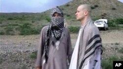 탈레반은 보 버그달 미군 병장을 미군 측에 인계하는 장면을 담은 동영상을 4일 공개했습니다.
