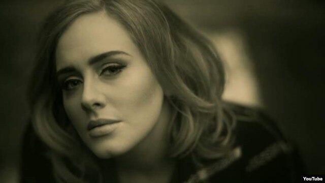 Penyanyi asal Inggris, Adele.