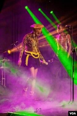 UNkwali wethula idlalade elitsha koBulawayo. (Photo: Ezra Tshisa Sibanda)