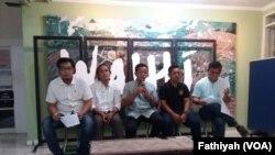 Konferensi pers tentang jelang pemilu 2019, konflik agraria makin marak di kantor Walhi Jakarta, Kamis, 21 Feruari 2019. (Foto: VOA/Fathiyah)
