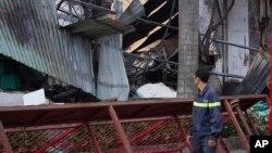Một nhà máy sản xuất xe đạp của Đài Loan bị đốt phá ở thị xã Dĩ An, tỉnh Bình Dương, ngày 14 tháng 5, 2014.