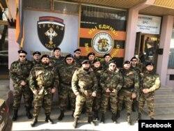 Članovi Udruženja Srbska čast u uniformama. Fotografija preuzeta sa FB stranice Srbska čast.