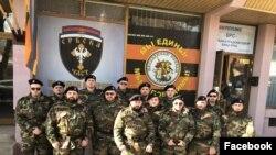 Članovi Udruženja Srbska čast u uniformama