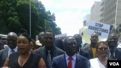 Abantu abafole bekhuthaza ukuqiniswa komsebenzi wokudinga uDzamara abagoqela umkhokheli weMDC-T umnumzana Morgan Tsvangirai