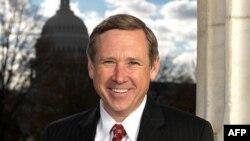 Senatori Mark Kirk i nënshtrohet operacionit pas hemoragjisë cerebrale