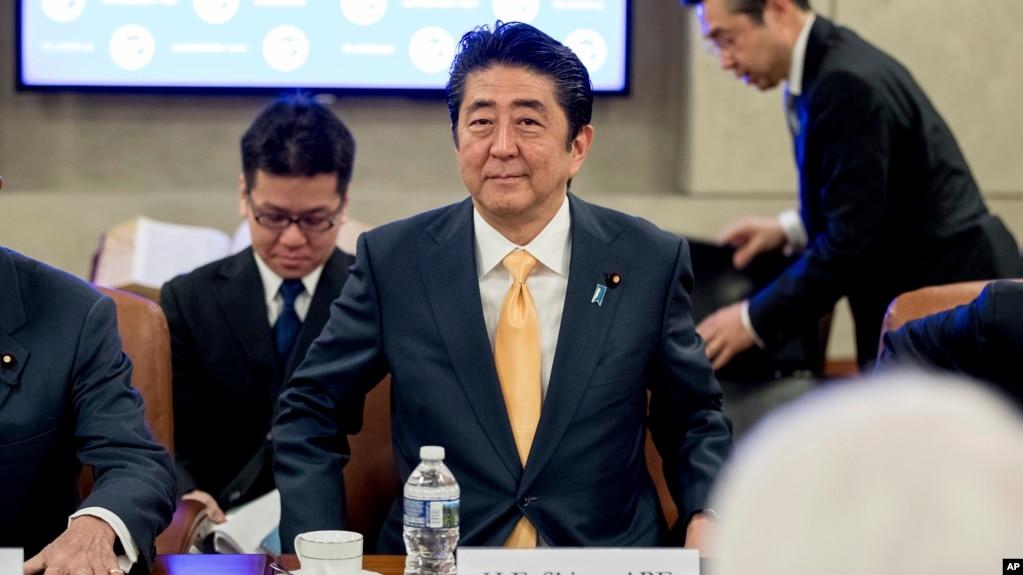 Thủ tướng Nhật Bản Shinzo Abe trong cuộc gặp với lãnh đạo Phòng Thương mại Hoa Kỳ tại thủ đô Washington, ngày 10/2/2017.