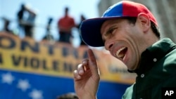 Henrique Capriles dijo que los venezolanos están cansados ya de la retórica y los discursos del gobierno.