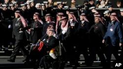 2013年11月10日參加了在英國首都倫敦舉行紀念陣亡將士的儀式,特魯西爾酋長國(阿拉伯酋長國舊稱)偵查部隊的退伍老兵代表.