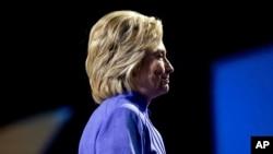 Bà Clinton phát biểu tại hội nghị thường niên lần thứ 107 của Hiệp hội Quốc gia vì Sự tiến bộ của Người Da màu tại Trung tâm Hội nghị Năng lượng Duke ở Cincinnati, Ohio 18/7/ 2016. (AP)