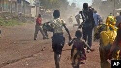 Mutane su na gudu daga garin Goma a yayin da 'yan tawayen M23 ke arangama da sojojin gwamnati