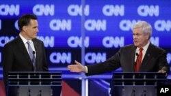 사우스캐롤라이나주 찰스턴에서 열린 토론회에 참석해 열띤 토론을 벌이는 밋 롬니 전 메사추세츠 주지사(좌)와 뉴트 깅그리치 전 하원의장