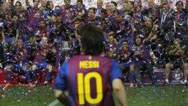 """En 2012, el futbolista mejor pago del mundo, Samuel Eto'o,  llenó de elogios a Messi y dijo que """"es aún mejor como persona que como jugador""""."""