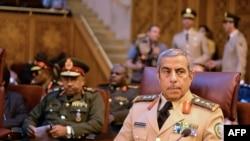 د سعودي عربستان د قواو لوی درستیز برید جنرال عبدالرحمن بن صالح په ٢٠١٥ کال کې د می په ٢٣- مه د مصر په پلازمینه قاهره کې لیدل کېږي.