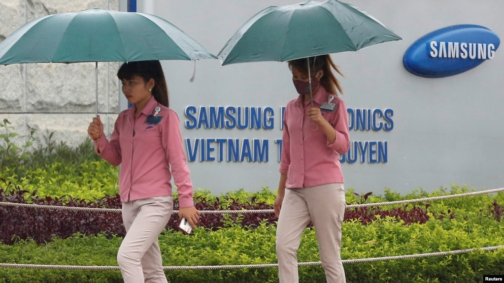 Công nhân Việt Nam tại nhà máy Samsung ở tỉnh Thái Nguyên.