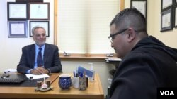 Saud Anwar, Walikota South Windsor, Connecticut bersama Program Director VOA Naratama.