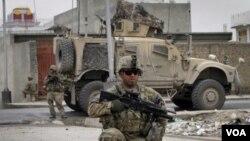 Pasukan AS tengah mengamankan lokasi di provinsi Kandahar, Afghanistan selatan. Presiden Obama akan mengumumkan penarikan 5.000 tentara AS dari Afghanistan dalam waktu dekat.