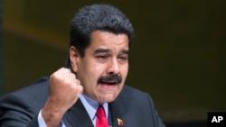 """Maduro dijo que asumirá toda la responsabilidad de defender a Venezuela de """"amenazas""""."""