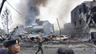 انڈونیشیا میں فوجی طیارہ رہائشی علاقے میں گر کر تباہ