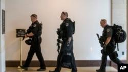 La Policía de Washington D.C. informó que un vehículo estacionado en los alrededores del Congreso fue detenido por un reporte de arma de fuego.