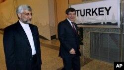 Eron bosh muzokarachisi Said Jaloliy (chapda) va Turkiya Tashqi ishlar vaziri Ahmat Dovuto'g'li, 14-aprel, 2012-yil