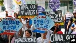 資料照:菲律賓人抗議中國在南中國海的種種行為。