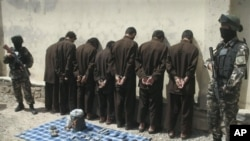 Pasukan Afghanistan menangkap beberapa tersangka Taliban dalam operasi di Herat (foto: dok). Kelompok Taliban mengancam pembalasan jika anggotanya dijatuhi hukuman mati.