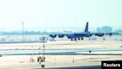 یهکێک له فڕۆکهکانی B-52 که گهیشتۆته بنکهی ههوایی عودهید له قهتهر، 9ی مانگی ئاپریل، 2016