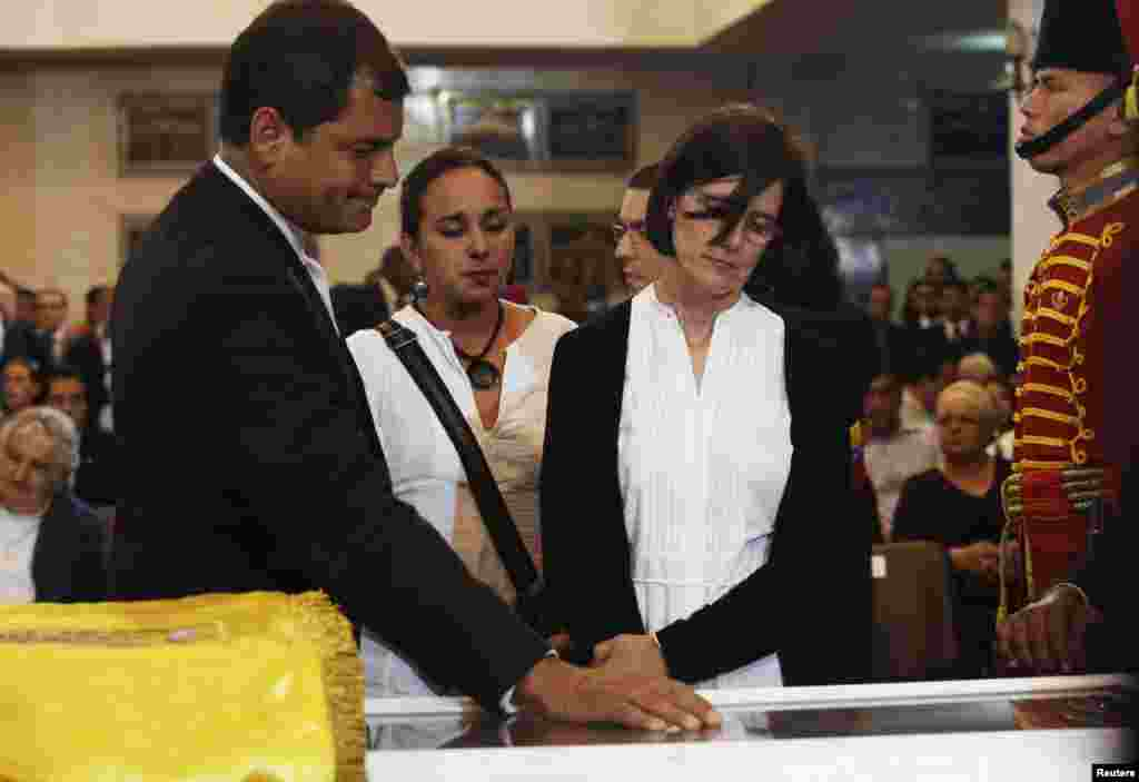 Ecuador's President Rafael Correa views the body of late Venezuelan President Hugo Chavez with his wife Anne Malherbe at the military academy in Caracas, March 7, 2013. (Miraflores Press Office)