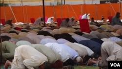اهل سنت در ایران حتی اجازه برگزاری نماز عید فطر را در پایتخت ندارد.