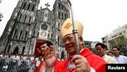 Tổng giám mục Nguyễn Văn Nhơn được phong Hồng y. 9 trong số các tân Hồng y đến từ các nước đang phát triển. Tòa Thánh nói điều này nêu bật cam kết của Đức Giáo Hoàng Phanxicô với người nghèo.