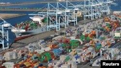 Los-Anjeles portidagi konteynerlar. Xitoy AQShning yirik savdo hamkori.