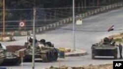 이들립 시로 들어서는 시리아 군의 탱크들
