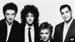 Los miembros de la banda de rock Queen. De izquierda a derecha, John Deacon, Brian May, Roger Taylor y Freddie Mercury. Año 1989.