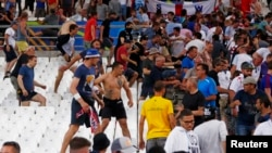 在馬賽,俄羅斯球迷與英國球迷發生衝突