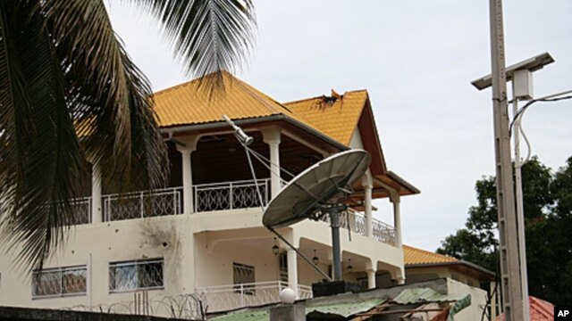 The damaged home of Guinean President Alpha Conde in Conakry, Guinea is seen after Conde narrowly survived an assassination attempt, July 19, 2011 (file photo)